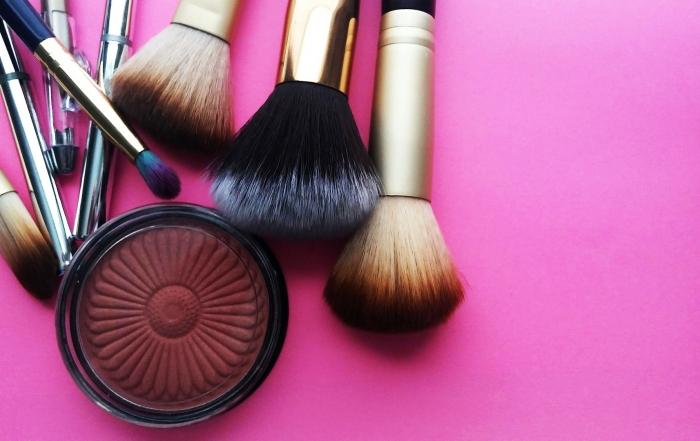 makeup-3907712_1920